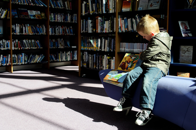 child_and_books