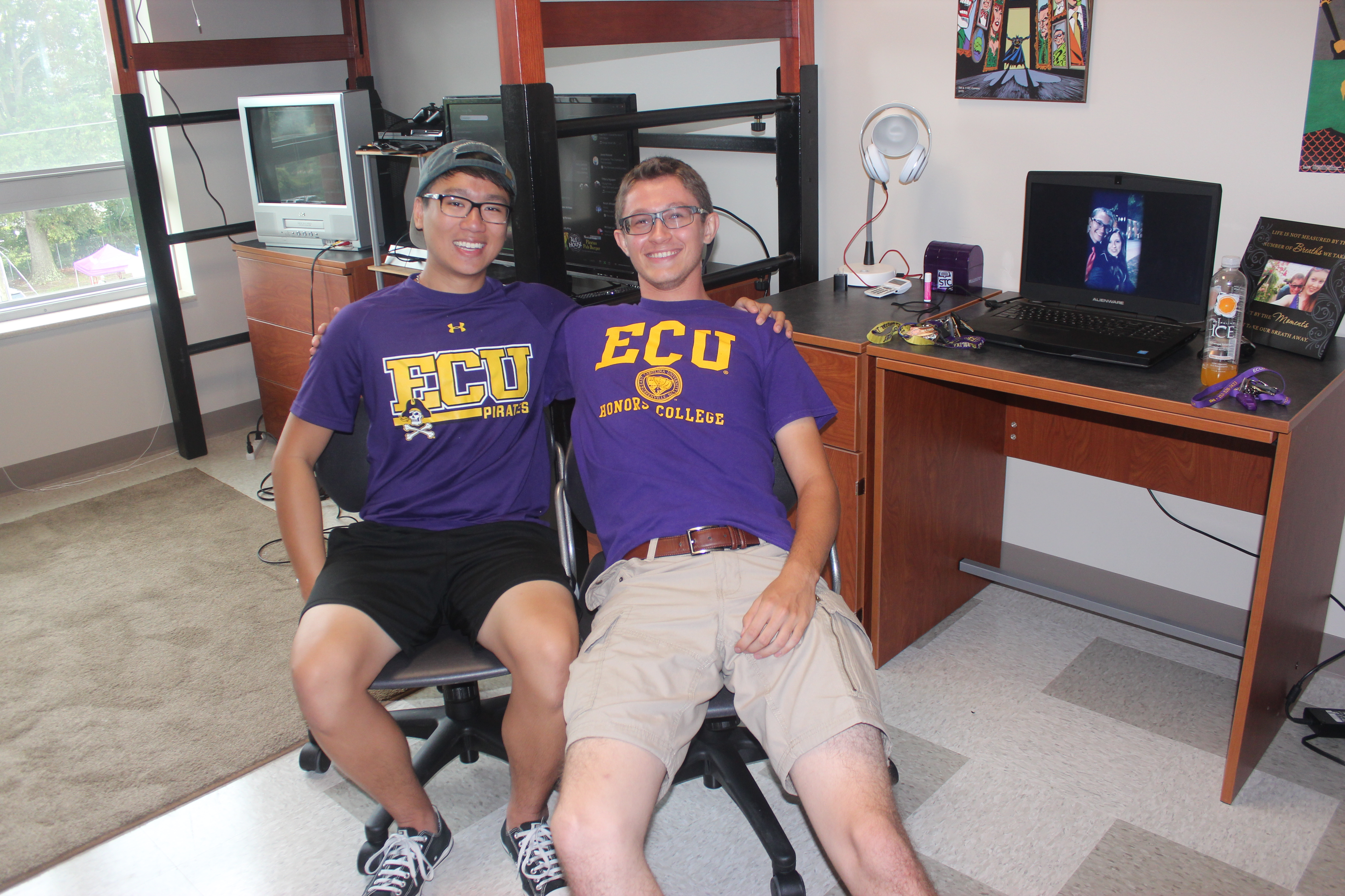 Roommates Kevin Nguyen And Cameron Worthington Finish Unpacking In Their  New Home! Part 66